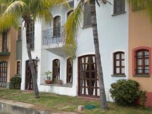 Casa En Alquiler En Lecheria, Complejo Turistico El Morro, Venezuela, VE RAH: 16-18318