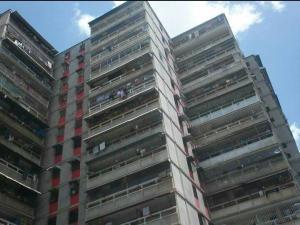 Apartamento En Venta En Guarenas, Menca De Leoni, Venezuela, VE RAH: 16-18343