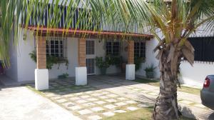 Casa En Venta En Rio Chico, Las Mercedes De Paparo, Venezuela, VE RAH: 16-18362