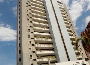 Apartamento En Venta En Catia La Mar, Playa Grande, Venezuela, VE RAH: 16-18414