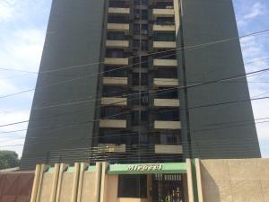 Apartamento En Venta En Maracaibo, Veritas, Venezuela, VE RAH: 16-20188