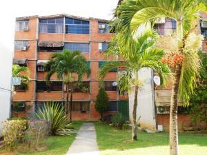 Apartamento En Venta En Guarenas, Nueva Casarapa, Venezuela, VE RAH: 16-18542