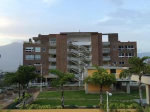 Apartamento En Venta En Caracas, Los Naranjos Del Cafetal, Venezuela, VE RAH: 16-18510