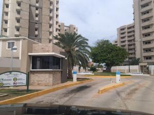 Apartamento En Venta En Maracaibo, Avenida Milagro Norte, Venezuela, VE RAH: 16-18515