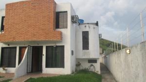 Townhouse En Venta En Municipio San Diego, Altos De La Esmeralda, Venezuela, VE RAH: 16-18623