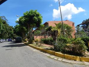 Townhouse En Venta En Caracas, El Hatillo, Venezuela, VE RAH: 16-18711