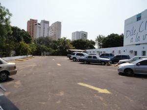 Terreno En Venta En Maracaibo, Calle 72, Venezuela, VE RAH: 16-18618
