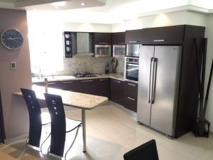 Apartamento En Venta En Maracaibo, Santa Lucía, Venezuela, VE RAH: 16-18620