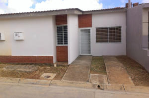 Casa En Venta En Maturin, Palma Real, Venezuela, VE RAH: 16-18640
