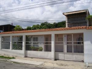 Casa En Venta En Palo Negro, Conjunto Residencial Palo Negro, Venezuela, VE RAH: 16-18668