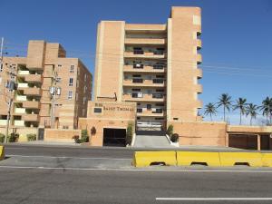 Apartamento En Venta En Tucacas, Tucacas, Venezuela, VE RAH: 16-18704