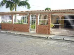 Casa En Venta En Municipio Los Guayos, Paraparal, Venezuela, VE RAH: 16-18721