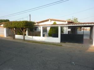 Casa En Venta En Ciudad Ojeda, Calle Piar, Venezuela, VE RAH: 16-18811