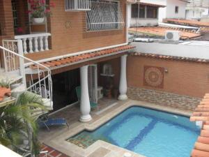Casa En Venta En Valencia, Trigal Norte, Venezuela, VE RAH: 16-18810