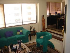 Apartamento En Venta En Maracaibo, Avenida El Milagro, Venezuela, VE RAH: 16-18817