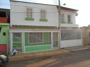 Casa En Venta En Punto Fijo, Antiguo Aeropuerto, Venezuela, VE RAH: 16-18919