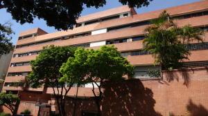 Apartamento En Venta En Caracas, Colinas De Valle Arriba, Venezuela, VE RAH: 16-18970