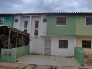 Townhouse En Venta En Margarita, Avenida Juan Bautista Arismendi, Venezuela, VE RAH: 16-18929