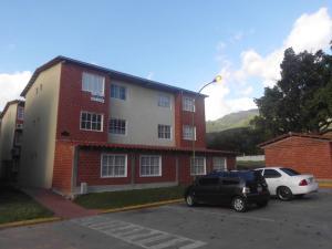 Apartamento En Venta En Guatire, Valle Arriba, Venezuela, VE RAH: 16-19045