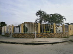 Casa En Venta En Valencia, Flor Amarillo, Venezuela, VE RAH: 16-19069