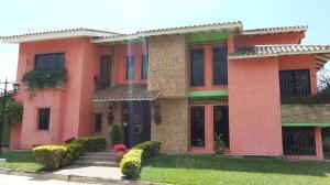 Casa En Venta En Maracay, Barrio Sucre, Venezuela, VE RAH: 16-19087