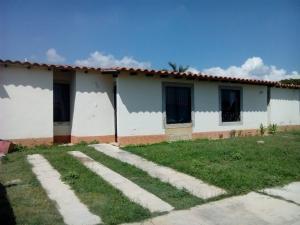 Townhouse En Venta En Guacara, El Prado, Venezuela, VE RAH: 16-19090