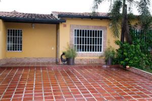 Casa En Venta En Municipio San Diego, Valle De Oro, Venezuela, VE RAH: 16-11130