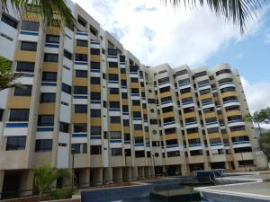 Apartamento En Venta En Catia La Mar, Playa Grande, Venezuela, VE RAH: 16-19111