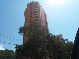 Apartamento En Venta En Maracaibo, Avenida El Milagro, Venezuela, VE RAH: 16-19143