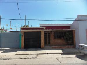 Casa En Venta En Valencia, Santa Rosa, Venezuela, VE RAH: 16-19152