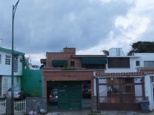 Casa En Venta En Caracas, El Marques, Venezuela, VE RAH: 16-19228