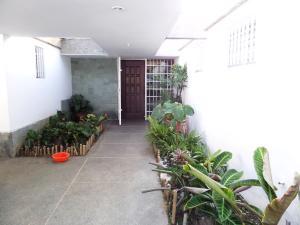 Casa En Venta En Caracas - Los Guayabitos Código FLEX: 16-19239 No.12