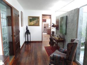 Casa En Venta En Caracas - Los Guayabitos Código FLEX: 16-19239 No.1