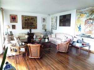 Casa En Venta En Caracas - Los Guayabitos Código FLEX: 16-19239 No.2