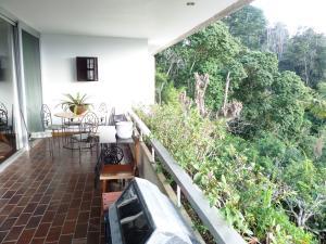 Casa En Venta En Caracas - Los Guayabitos Código FLEX: 16-19239 No.16