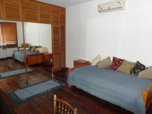 Casa En Venta En Caracas - Los Guayabitos Código FLEX: 16-19239 No.7