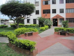 Apartamento En Venta En Barquisimeto, La Pastorena, Venezuela, VE RAH: 16-19242
