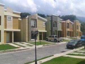 Townhouse En Venta En Maracay, El Limon, Venezuela, VE RAH: 16-19284