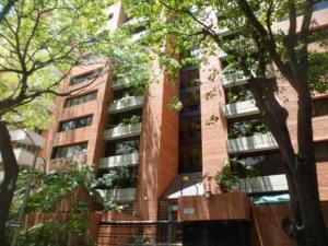 Apartamento En Alquiler En Caracas, El Rosal, Venezuela, VE RAH: 16-19304