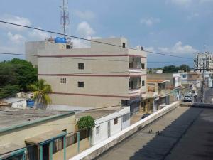 Edificio En Venta En Punto Fijo, Centro, Venezuela, VE RAH: 16-19334