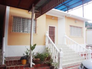 Casa En Venta En Maracay, Camburito, Venezuela, VE RAH: 16-19367