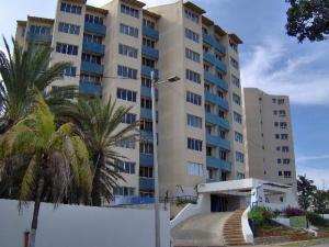 Apartamento En Venta En Margarita, Costa Azul, Venezuela, VE RAH: 16-19425