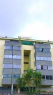 Apartamento En Venta En Caracas, Cumbres De Curumo, Venezuela, VE RAH: 16-19397