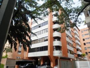 Apartamento En Venta En Caracas, Campo Alegre, Venezuela, VE RAH: 16-19434