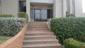 Apartamento En Venta En Maracaibo, Valle Frio, Venezuela, VE RAH: 16-19671