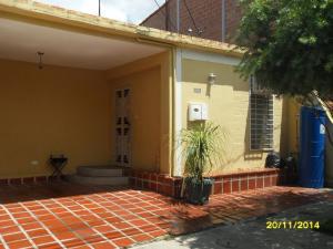 Casa En Venta En Cabudare, La Mora, Venezuela, VE RAH: 16-19472