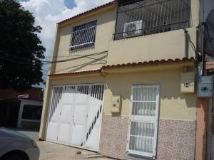 Casa En Venta En Valencia, Santa Rosa, Venezuela, VE RAH: 17-18