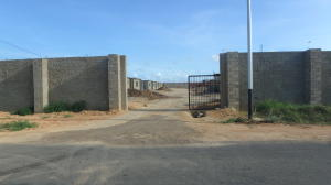 Casa En Venta En Punto Fijo, Puerta Maraven, Venezuela, VE RAH: 16-19571
