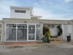Townhouse En Venta En Maracaibo, La Picola, Venezuela, VE RAH: 16-19623