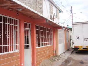 Casa En Venta En Maracay, Avenida Aragua, Venezuela, VE RAH: 16-19713